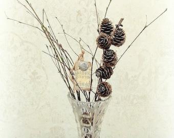 Beautiful Vase Glass Vase Lead Crystal with Winter Bouquet Arrangement