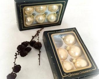 11 old Christmas tree balls shabby cream/gold beige