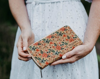 Veggees® Florina - Kork Portemonnaie / Geldbörse mit Blumen Muster für Damen Groß mit RFID Schutz