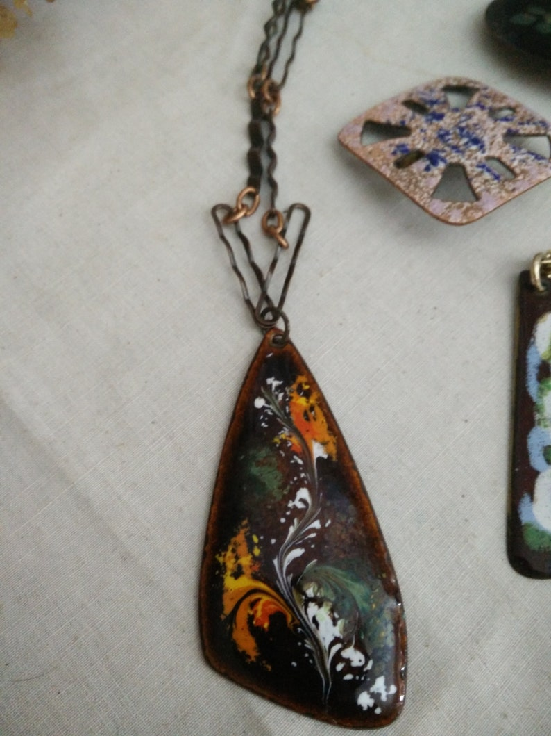 70s space age Pendants Copper enamel necklaces and brooches mid century modern 60s fashion perli Bunge era