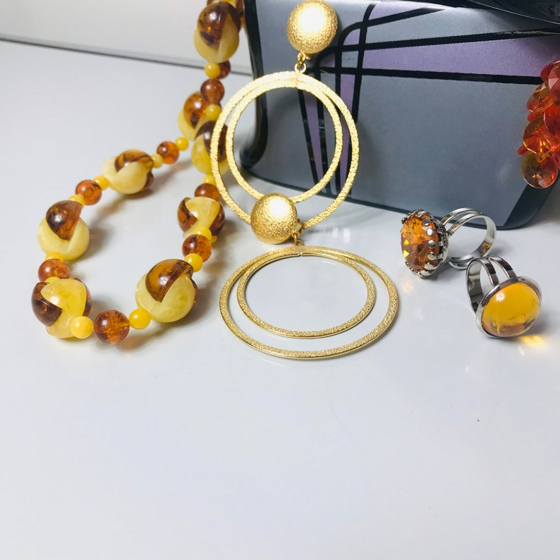 70s Jewellery Set with a Ceramic Memphis Style Case.