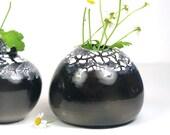 Tiny vase, mini vase, small vase, little vase, miniature ceramic, small flower vase, ceramic bud vase, small black vase gift,minimalist vase