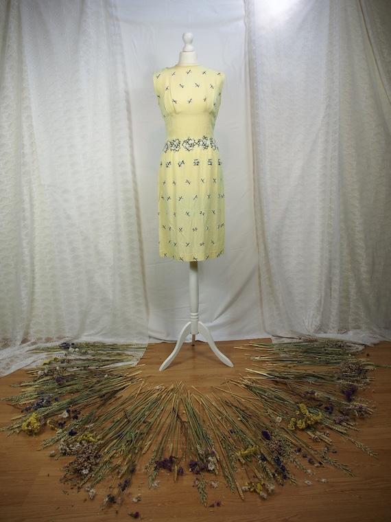 Stunning 1950s yellow linen wiggle dress