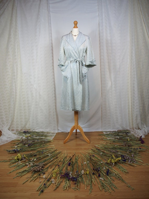 Amazing 1940s pale green dressing gown
