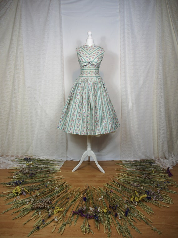 Amazing 1950s fit and flare floral dress