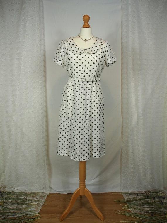 Cute 1950s polka dot dress with peter pan collar - image 2