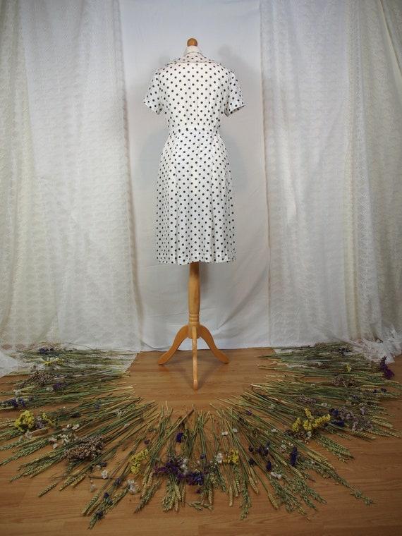 Cute 1950s polka dot dress with peter pan collar - image 4