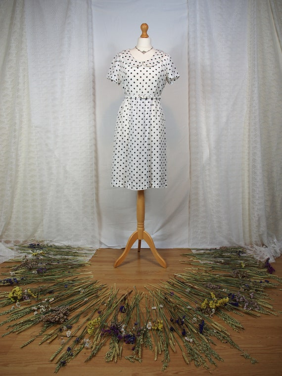 Cute 1950s polka dot dress with peter pan collar