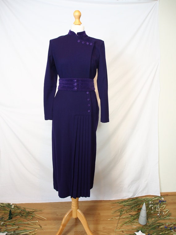 Incredible Quorum 1970s deep purple midi dress