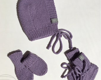 61d5eb1560b Baby girl hand knitted set. Includes bonnet