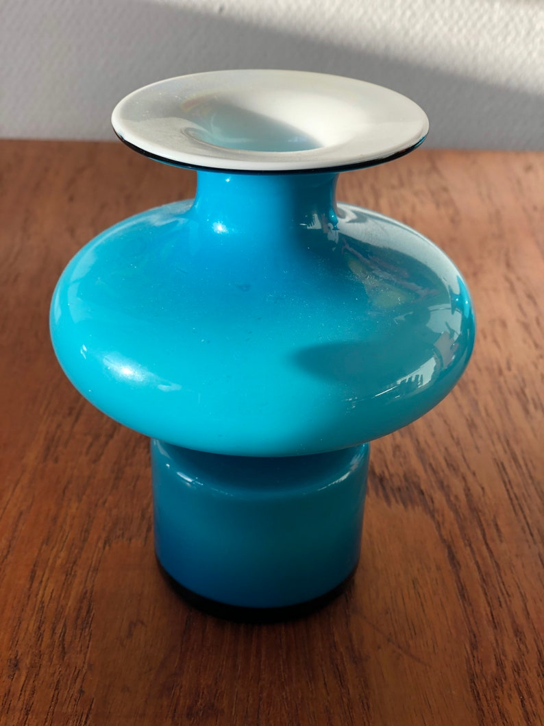 Carnaby vase in Blue and opaline glass by Per L\u00fctken for Holmegaard