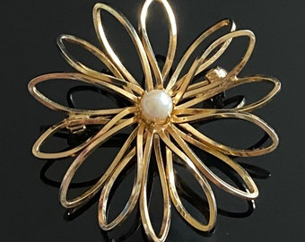 Vintage 50's Gold Wire Faux Pearl Brooch - Beautiful Gift Idea