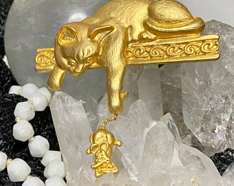 Large Gold Tone Cat with Dangling Mouse Pin - Brooch - Modern Vintage