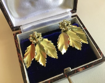 Vintage 60's Leaves ClipOn Earrings. Woman's ClipOn Earrings. Gold Tone Metal ClipOn Earrings. Woman's Accessory. Her Valentine's  Gift