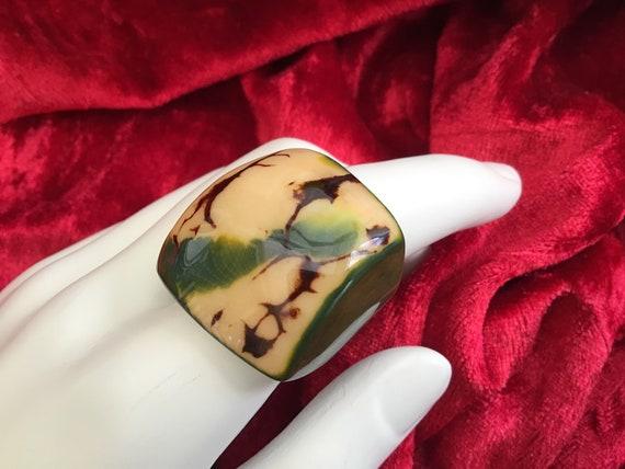 Vintage 70's Lucite Ring. AU size 6.5. UK M Size L