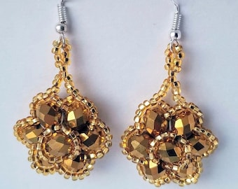 b618cb8169cb Flower beaded earrings - Aretes artesanales de chaquira
