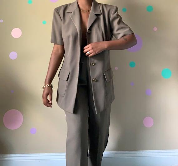 Women's Vintage Olive Suit Size: 6