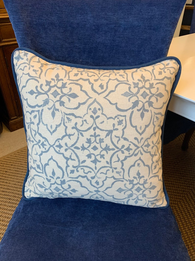 Tabriz Cushion Blue & White Cushions Scatter Cushion Piped image 0