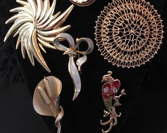 fa08ac9f3f6 Vintage Women's Gold Tone Statement Style Unique Brooches Lot of 6