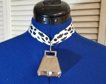 Cow print ribbon and cowbell collar