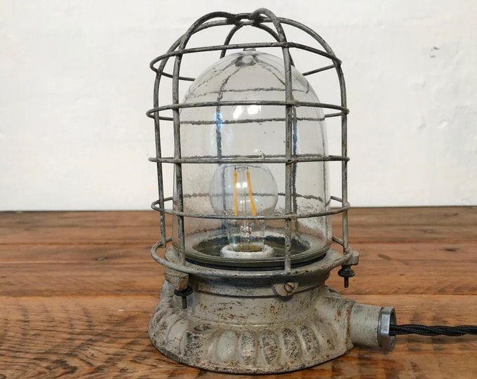 seltene gusseiserne Wandlampe Glaskolbenlampe