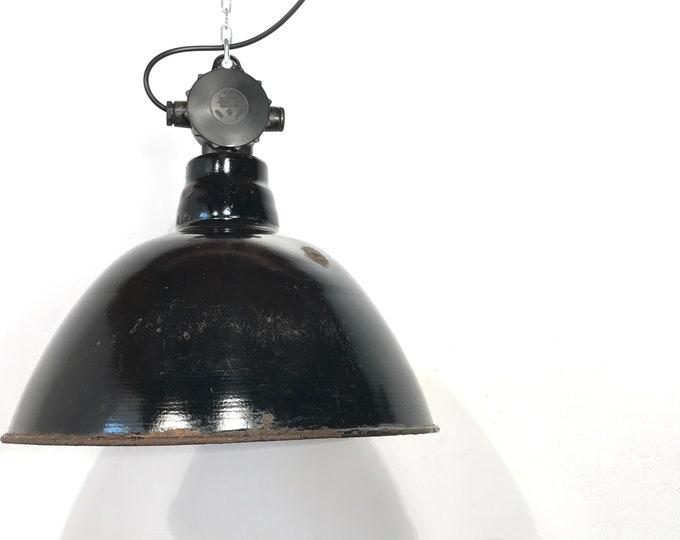DDR Fabriklampe mit Loch und Patina