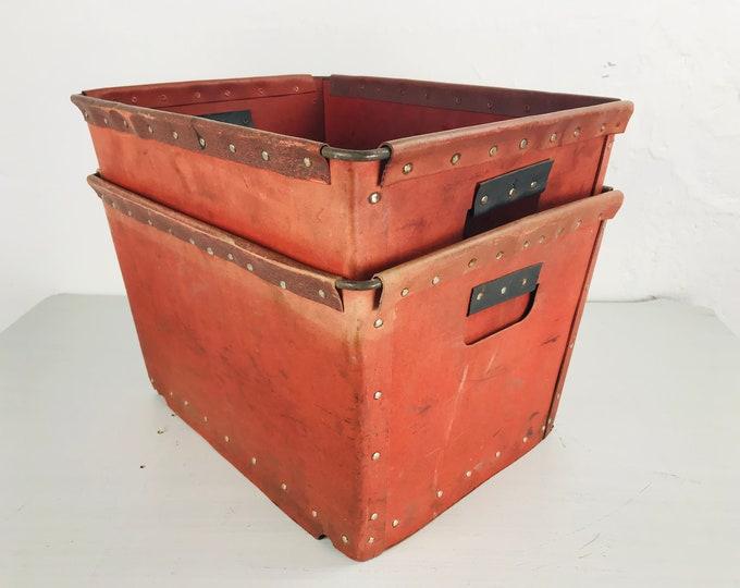 rote Vulkanfiber Kisten