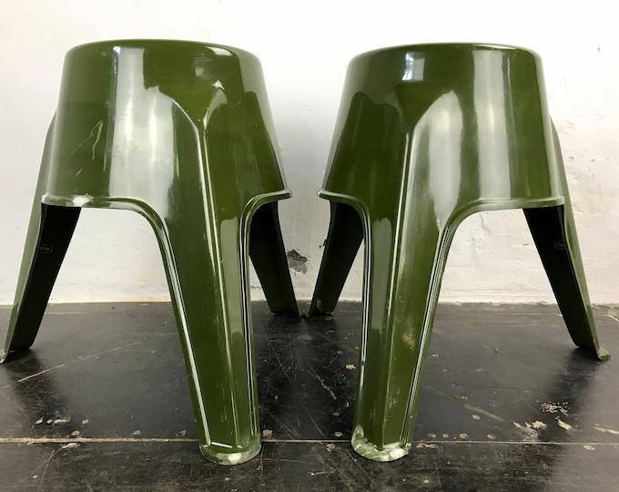 2er Set olivgrüne Fiberglas Hocker