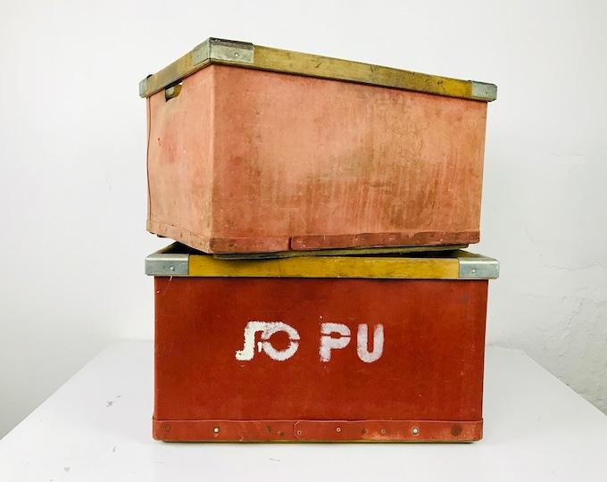 uralte rote Vulkanfiber Kisten mit Holz-Rahmen