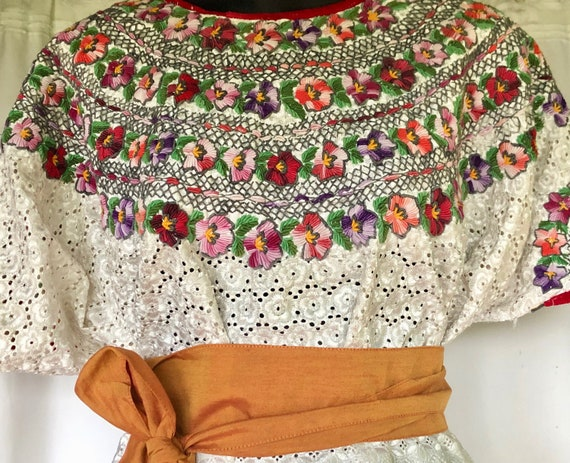 Lovely white lace vintage blouse, with a large han
