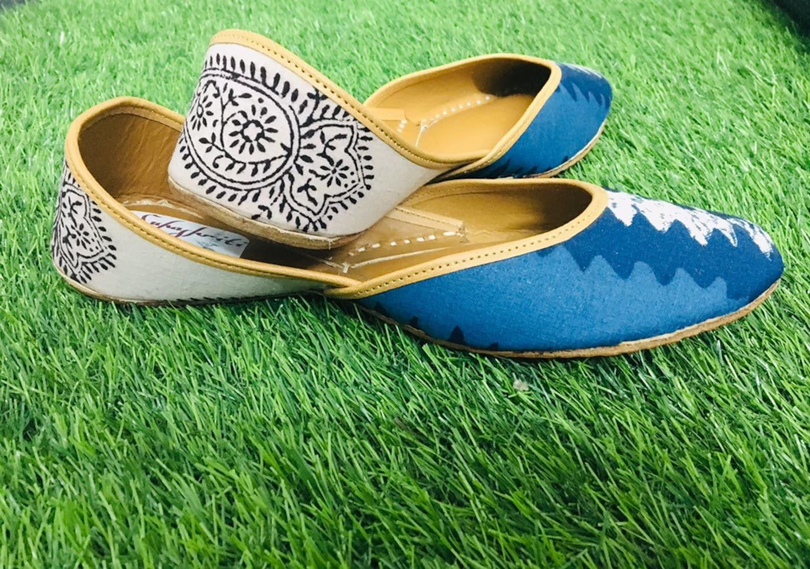 bagh kalamkari printed fabric blue & white ballet shoes/ juttis