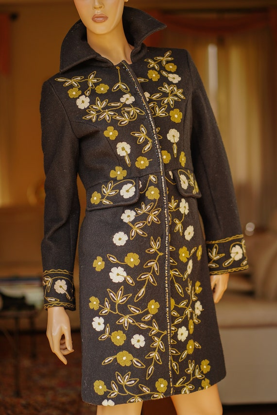 Anthracite cloth coat with floral embroidery
