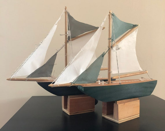 11 Inch Model Boat: Flat Bow, Complementary Stand, 4 Sails, Choose Your Color (Black, Light Blue, & Green)