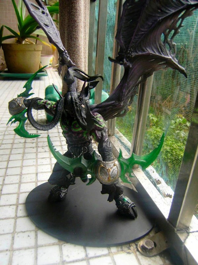 Wow Demon Hunter Action Figure illidan Stormrage Collectible Model Toy Doll Gift