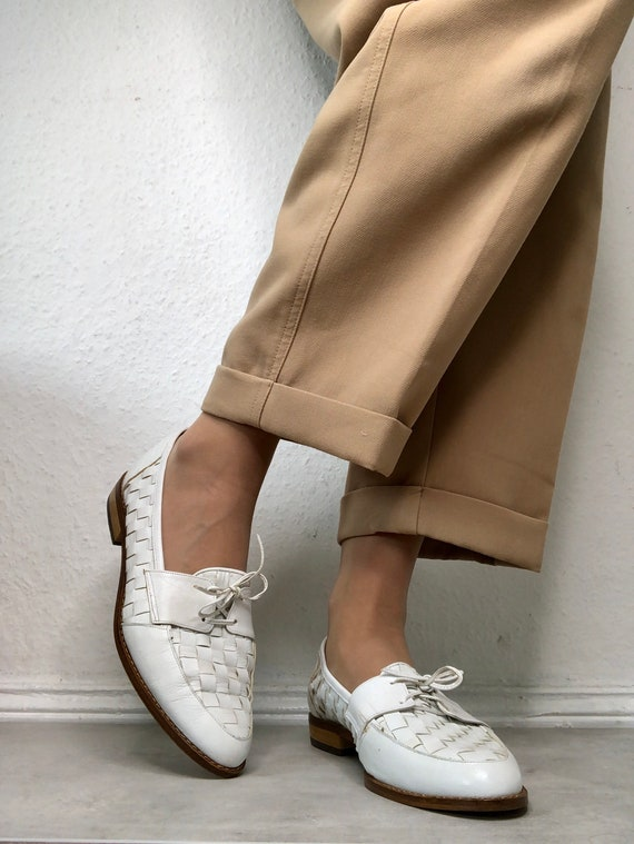 Beautiful vintage shoes / lace-up shoes in white 6