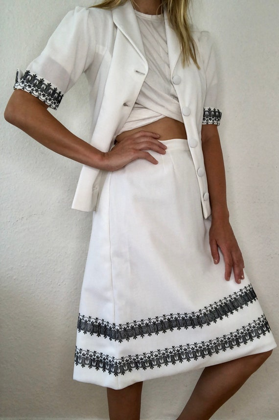 Very nice vintage two-piece blazer and skirt origi