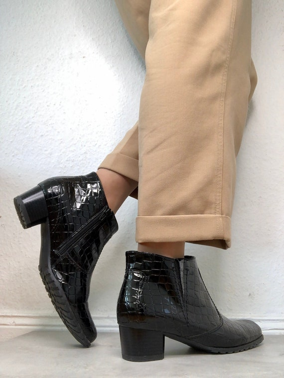 Beautiful black vintage ankle boots / patent boots