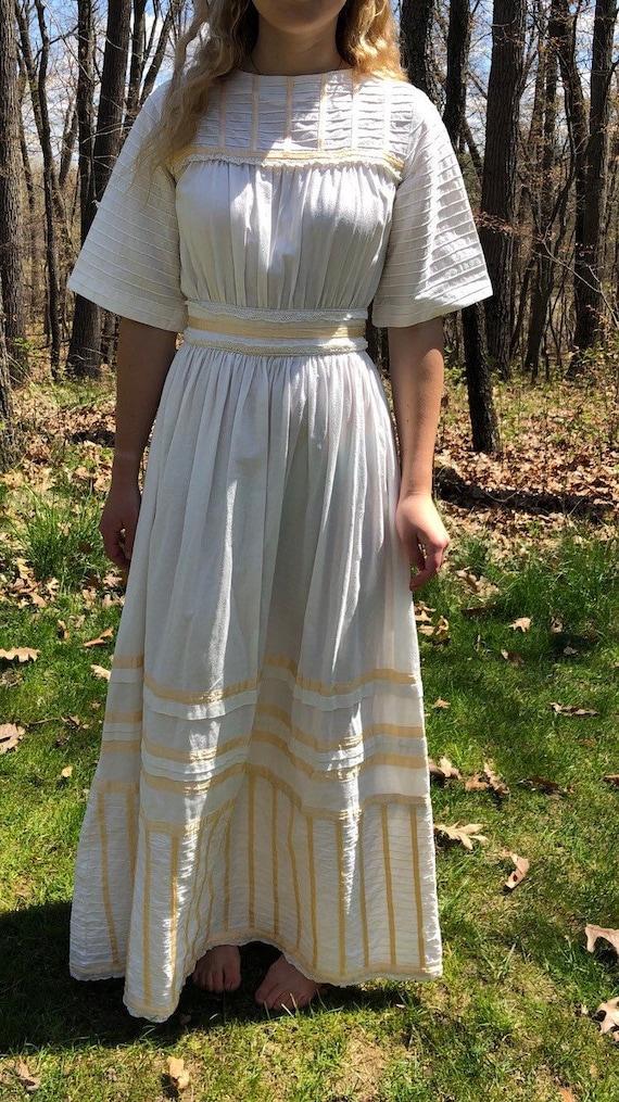 Gorgeous 70's wedding dress