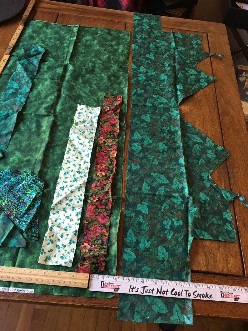 34x14 Moda Marbles 1997 hunter green fabric remnants /& leaf print scraps 100/% cotton quilt craft sewing patchwork Easter Mothers day supply