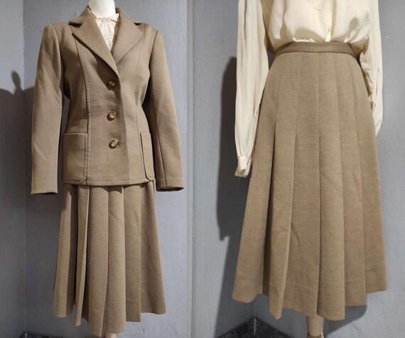 Vintage 70s beige skirt suit/ pleated skirt tan ja