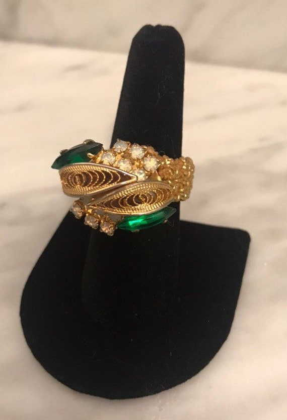 Vintage Faux Gold ring with pearlized and emerald stones.