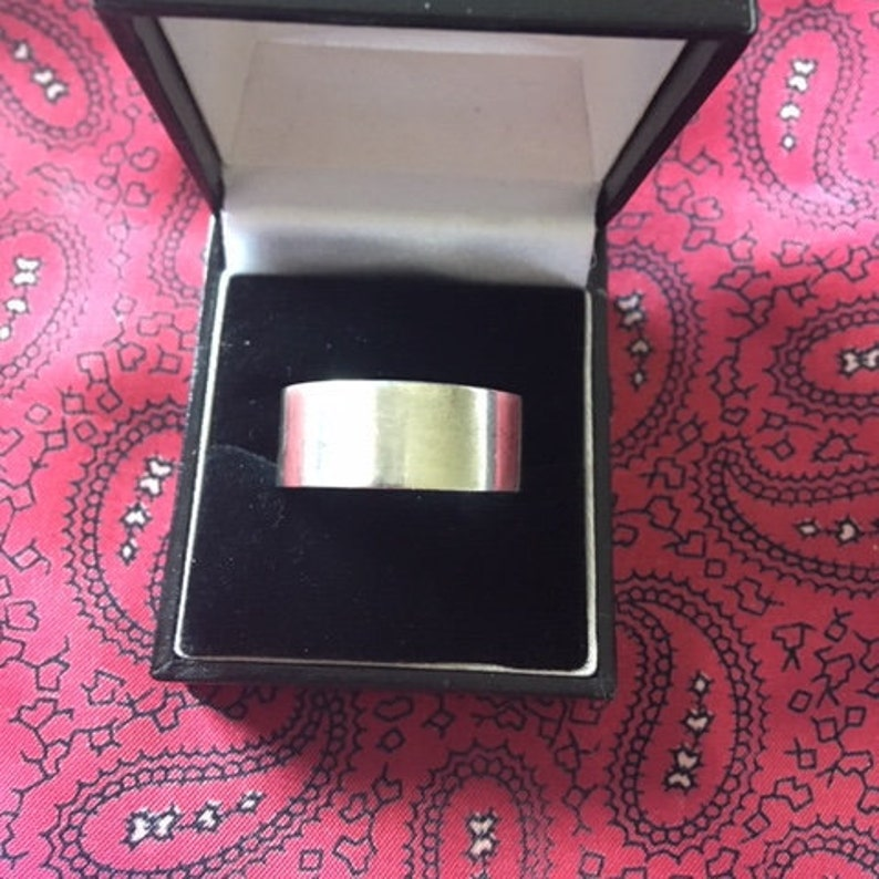 Weight 14.31g. Size X Beautiful vintage silver band ring