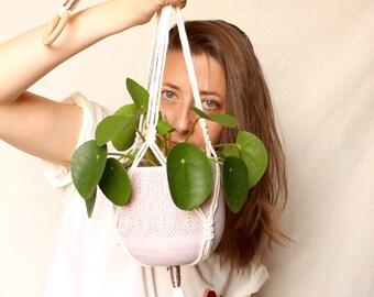 JEANNINE - Macramé suspension for green plant - Interior decoration - BOHEME