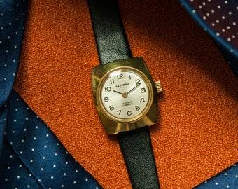 Horlogerievintage Vous D'époque En État Montres Par Remises Pour m8wn0N