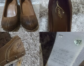 92c76b54 Levi's brown suede leather shoe