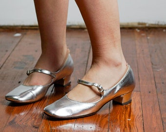 08aa171face9 Vintage never worn 60s silver mary janes flats size 6.5