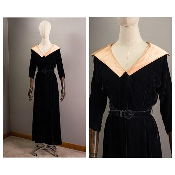 Vintage 40s/50s Inky Black Velvet Dressing Gown, P