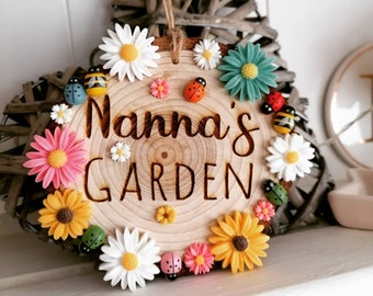 Nanna's Personalised Garden Engraved Hanging Wooden Log Sign with Floral Ladybug and Bumblee Bee Decor 10-11cm in Diameter, Hung with Twine