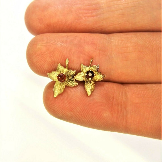 Vintage 9ct 9k Gold Garnet Maple Leaf Stud Earrin… - image 6