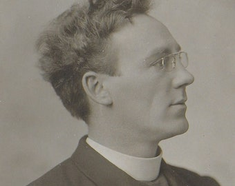 LONDON VICAR/PRIEST - Unused Vintage Postcard Published by J Russell & Sons of Wimbledon